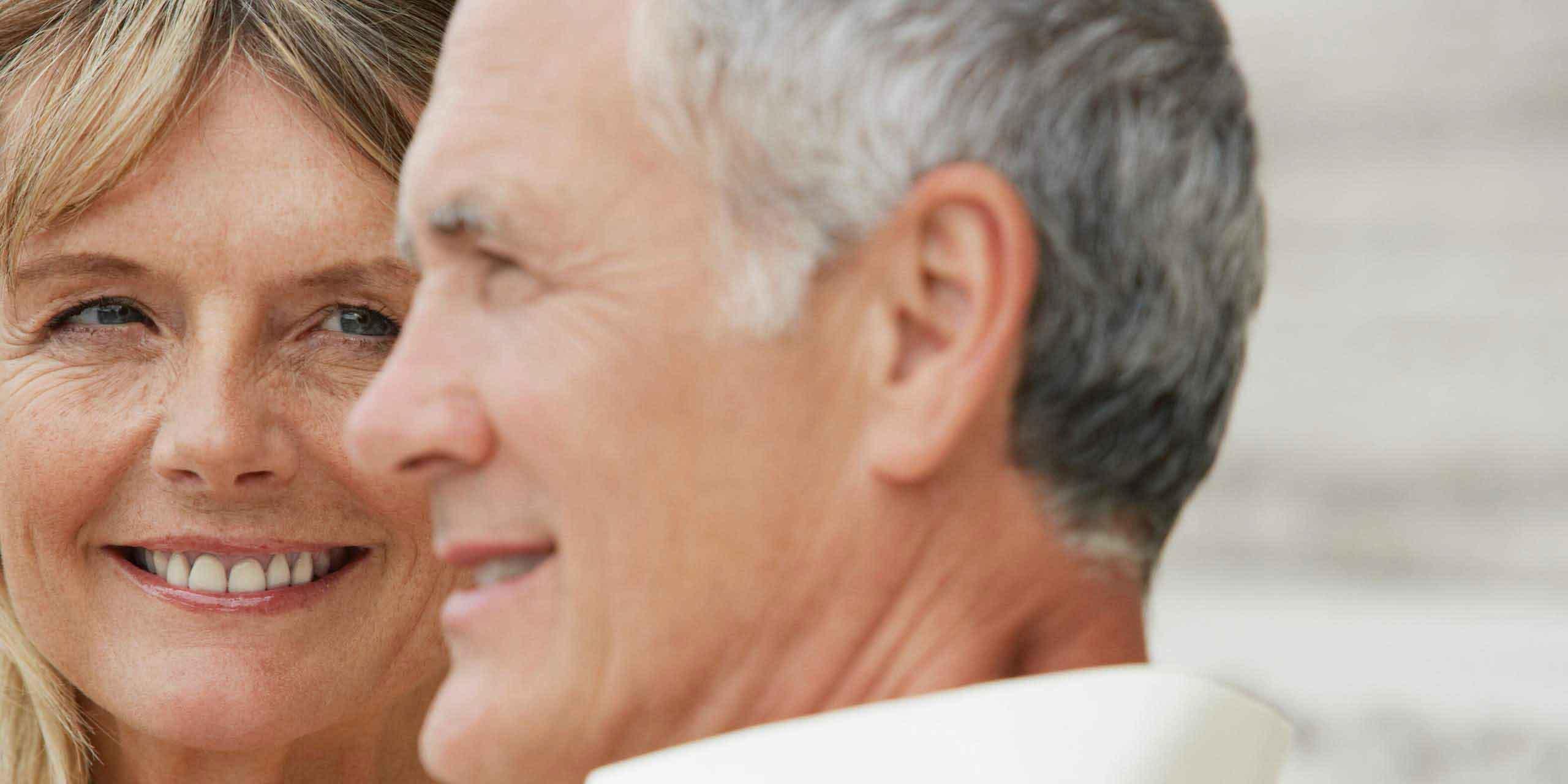 Dating mit 50 – 5 roten Flaggen nach denen Sie Ausschau halten sollten
