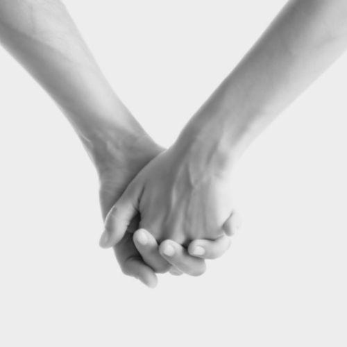 ineinander verschränkte finger